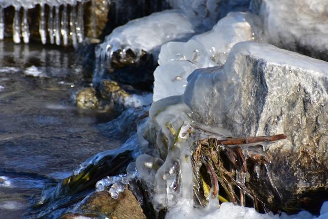 Ice at the lake 2